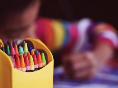เทคนิคการเล่นสีของเด็กอนุบาล